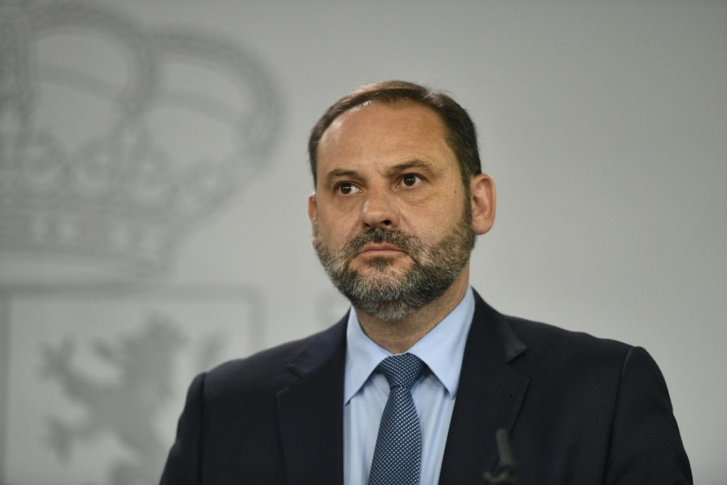 Ábalos pide a Francia impulsar las conexiones con España en la próxima Ley de Movilidad gala