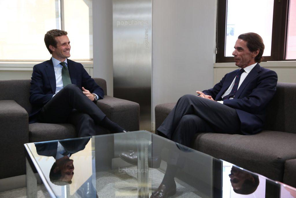 Casado se reúne con Aznar mientras la presión aumenta por el supuesto fraude de su máster