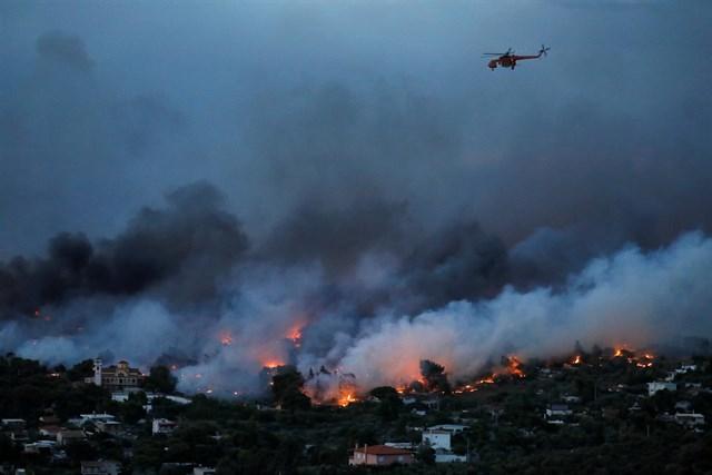 Atenas, entre las llamas: al menos 74 personas mueren y más de 180 resultan heridas