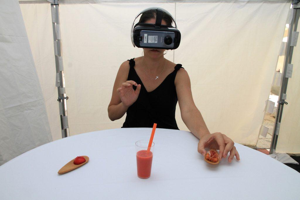 Telefónica crea una experiencia inmersiva para disfrutar de tapas en un escenario virtual asociado