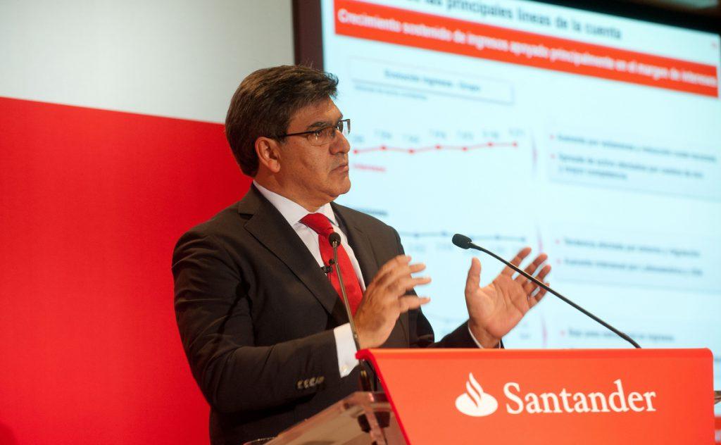 Álvarez (Santander) alerta de que el impuesto a la banca pondría a las entidades españolas en desventaja