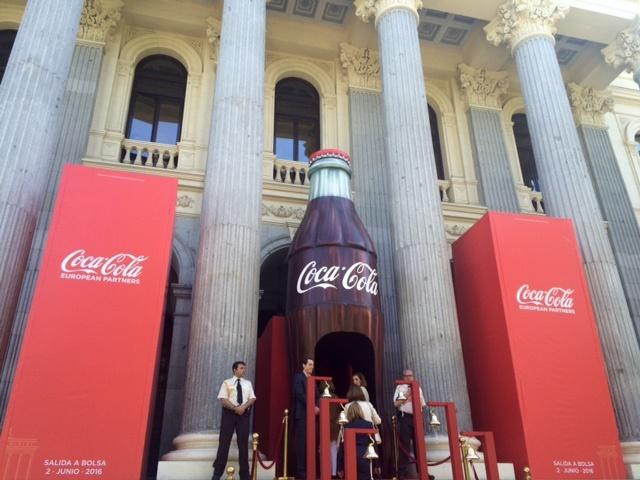 Coca-Cola gana un 70% más en el segundo trimestre tras un menor gasto en impuestos