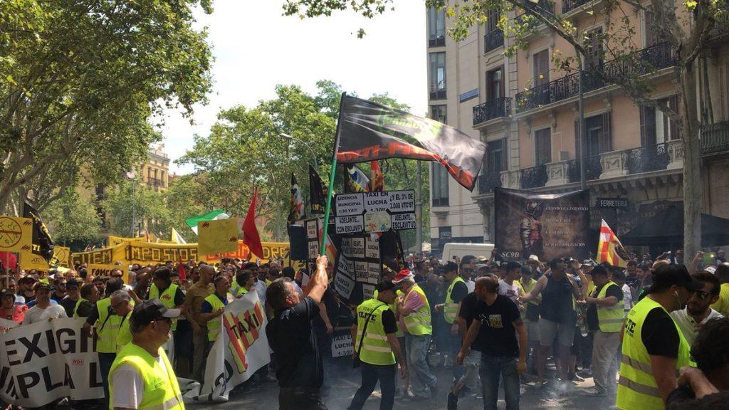 Uber y Cabify suspenden su actividad en Barcelona por las «graves agresiones» de este miércoles