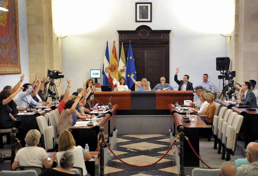El Ayuntamiento de Jerez retira siete honores y distinciones franquistas, entre ellos a Pemán