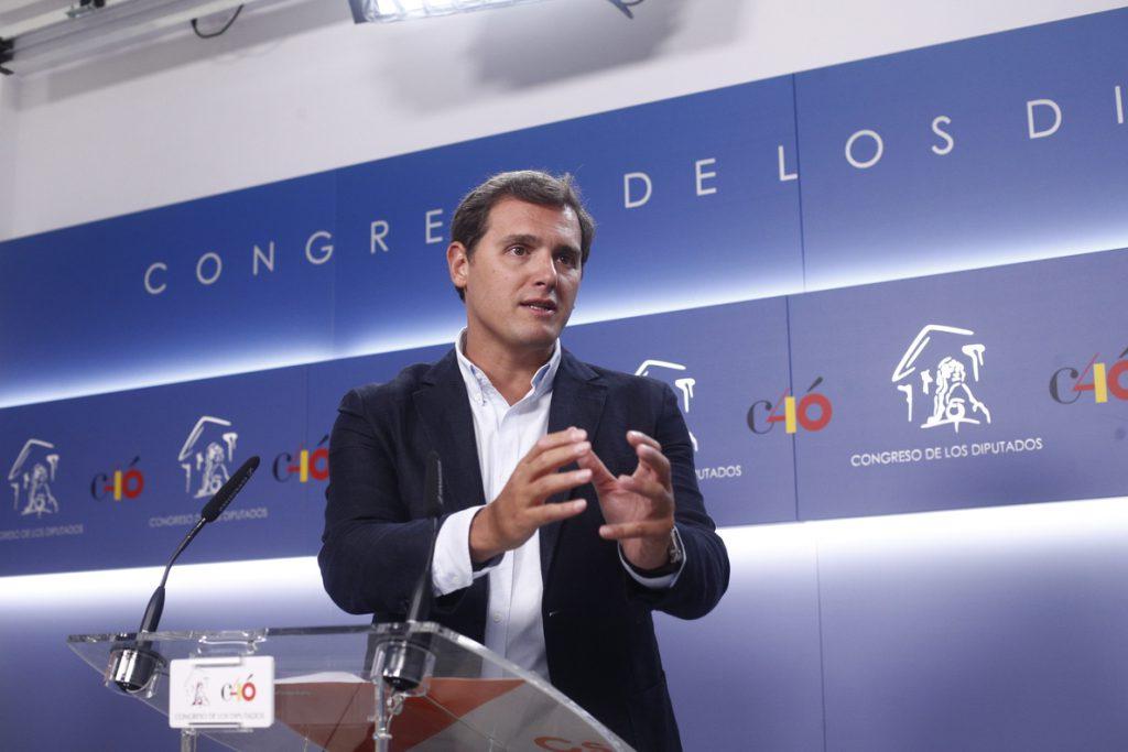 Rivera cree que Sánchez «legitima» los lazos amarillos si no hace «nada» por asegurar la neutralidad del espacio público