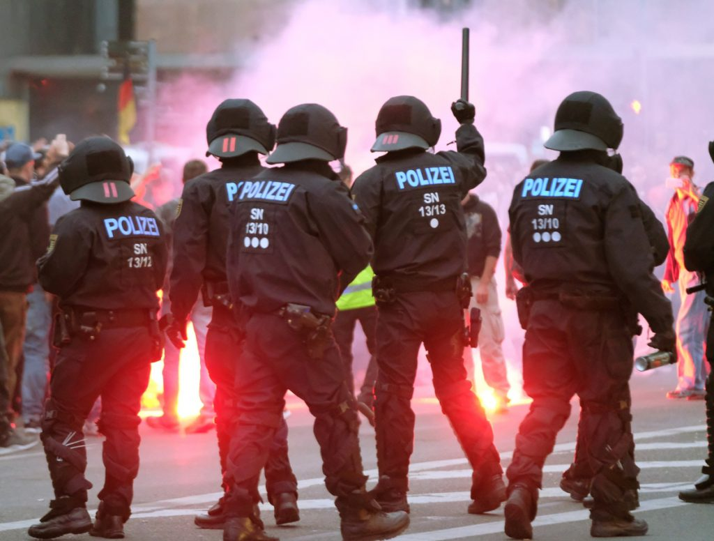 Dos heridos en los enfrentamientos entre manifestantes de ultraderecha y antifascistas en Chemnitz, Alemania