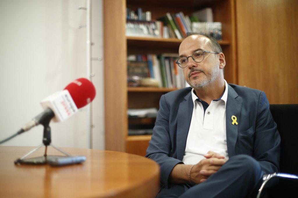 Campuzano respetaría la colocación de banderas españolas y no cree que la situación derive en un conflicto violento