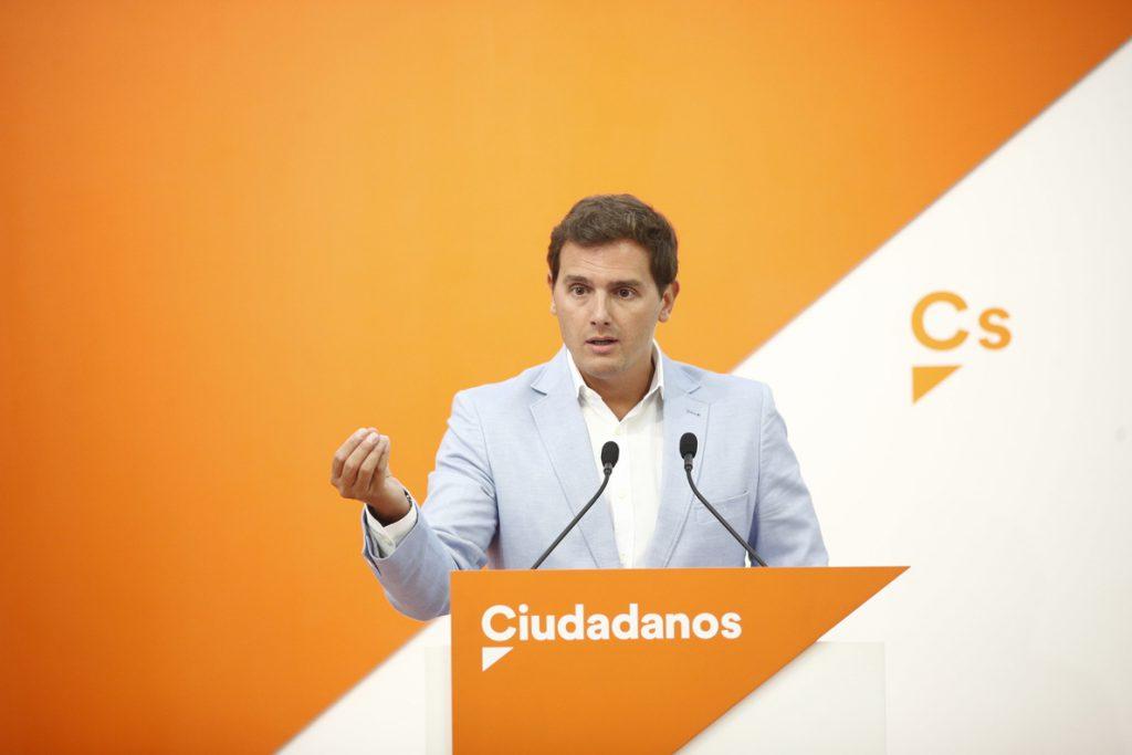 Cs acusa a Sánchez de volver «a la tesis» Zapatero de «hacer equidistancia» entre «el tirano Maduro y los venezolanos»