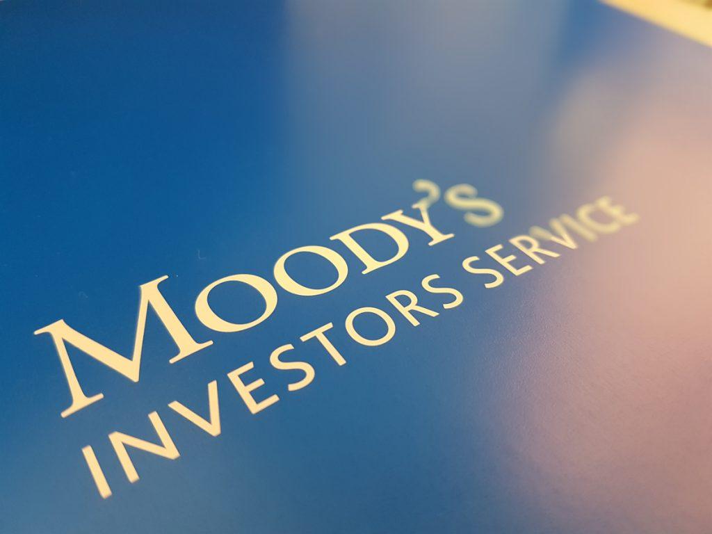 Moody's tendrá que pagar casi 14 millones por fallos en las calificaciones de cédulas hipotecarias de EEUU