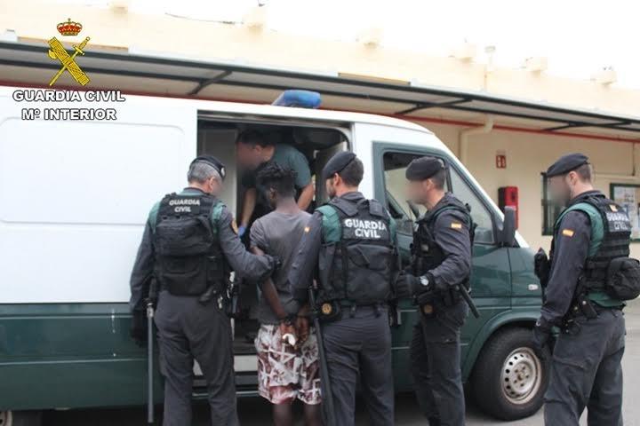 El supuesto líder del salto a la valla de Ceuta es un togolés que ha causado heridas leves a un agente al ser detenido
