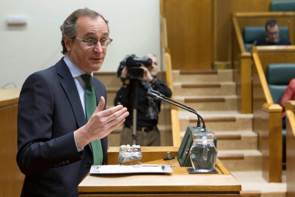 Alonso (PP) rechaza «acercamientos colectivos» de presos y se muestra a favor de la «reinserción», no de la «impunidad»