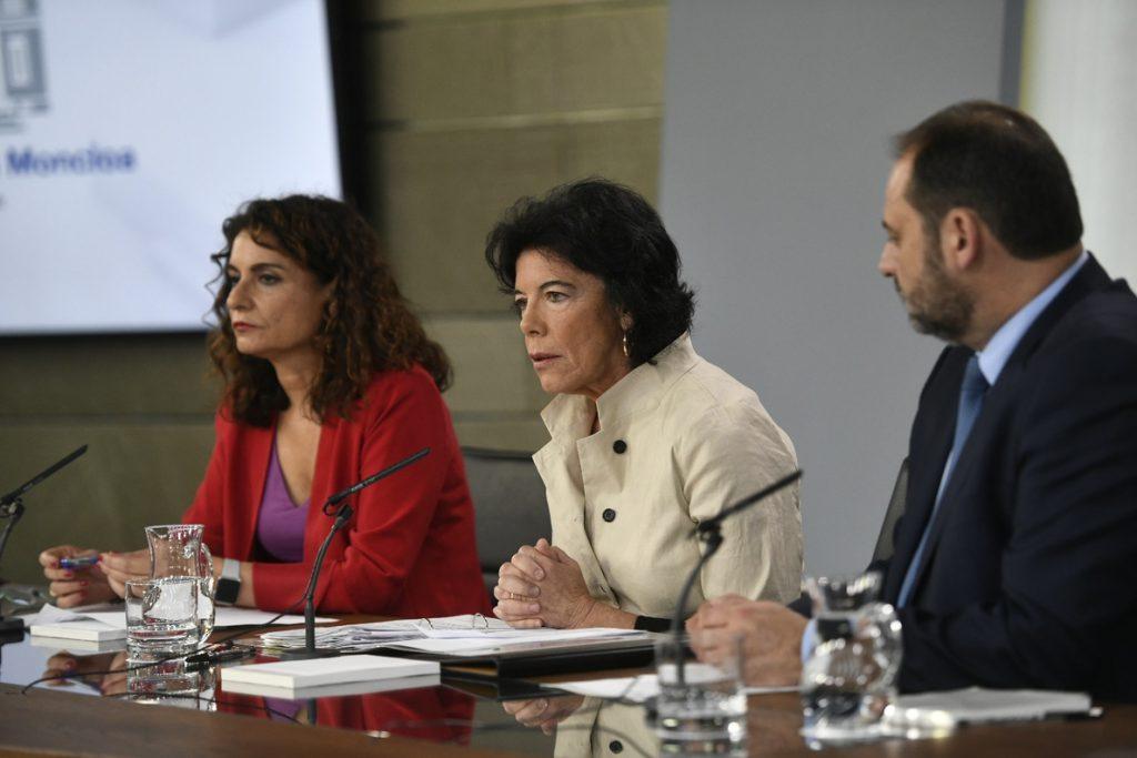 Los ministros de Hacienda y Fomento explican mañana los nombramientos en empresas publicas que cuestionan PP y Cs
