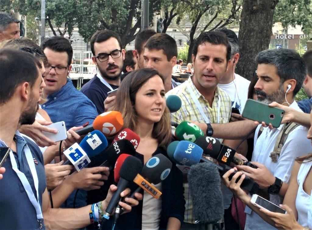 Podemos pide «responsabilidad» a Rivera y le exige que «no eche más leña al fuego» quitando lazos amarillos en Cataluña