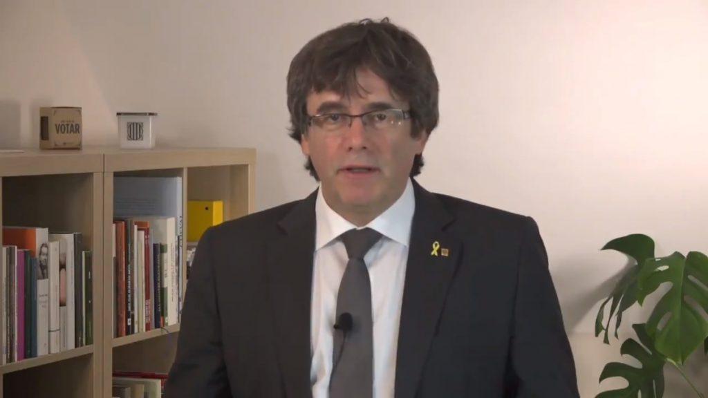 Puigdemont pide no escalar el conflicto sobre los lazos y no hacer concesiones a la «violencia y la censura»