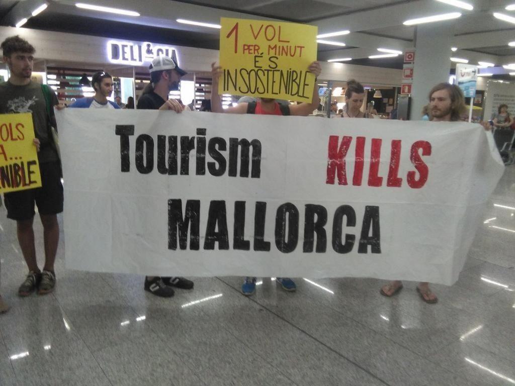 Agrupaciones independentistas denunciarán «públicamente» que la Policía haya retirado sus pancartas en Baleares
