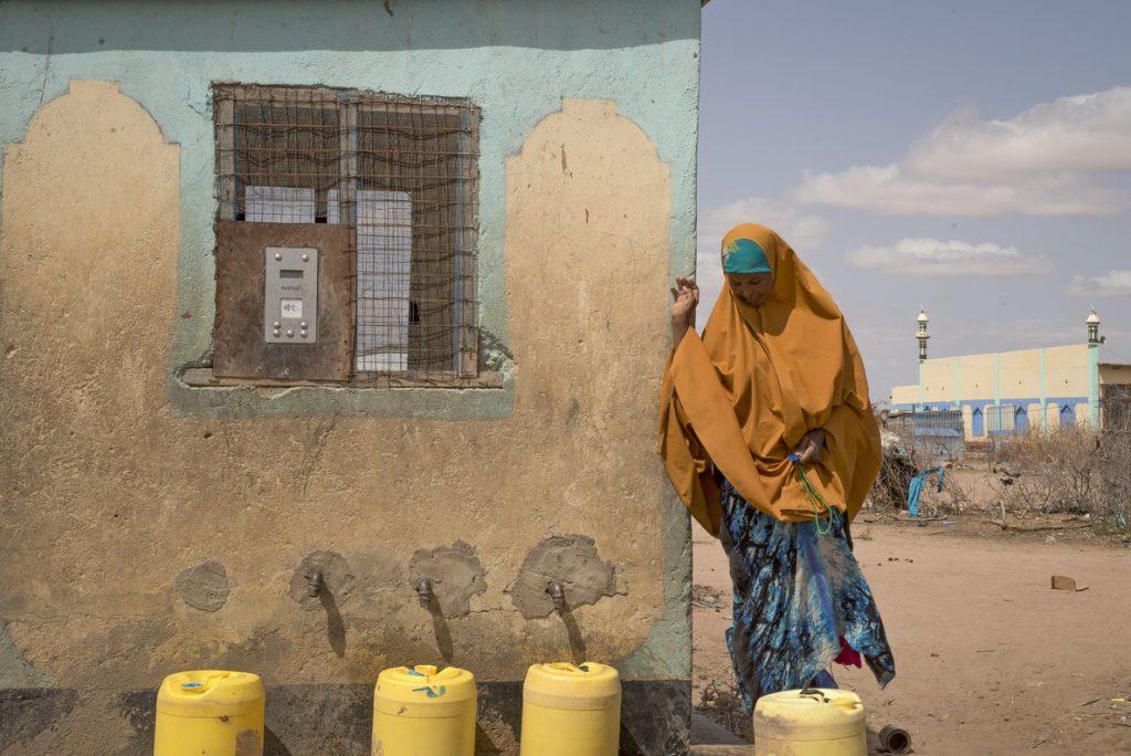 'Cajeros' de agua para paliar los efectos de la sequía en el norte de Kenia