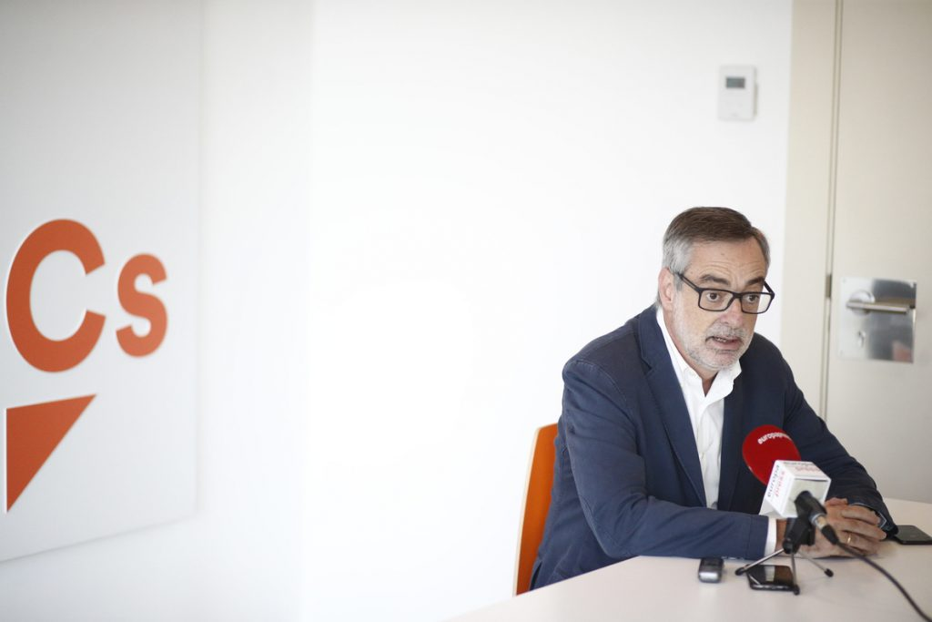 Villegas reclama al Gobierno una política migratoria «sensata» alejada de las «extremas derechas» y sin «bandazos»