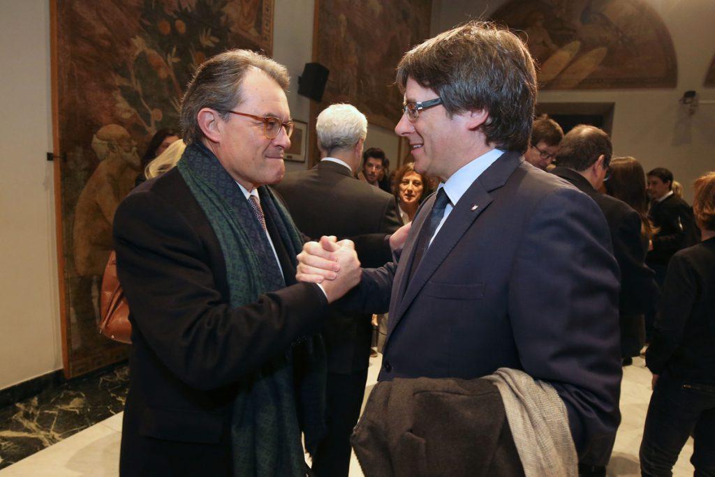 Puigdemont se reunirá este martes con Mas en Waterloo