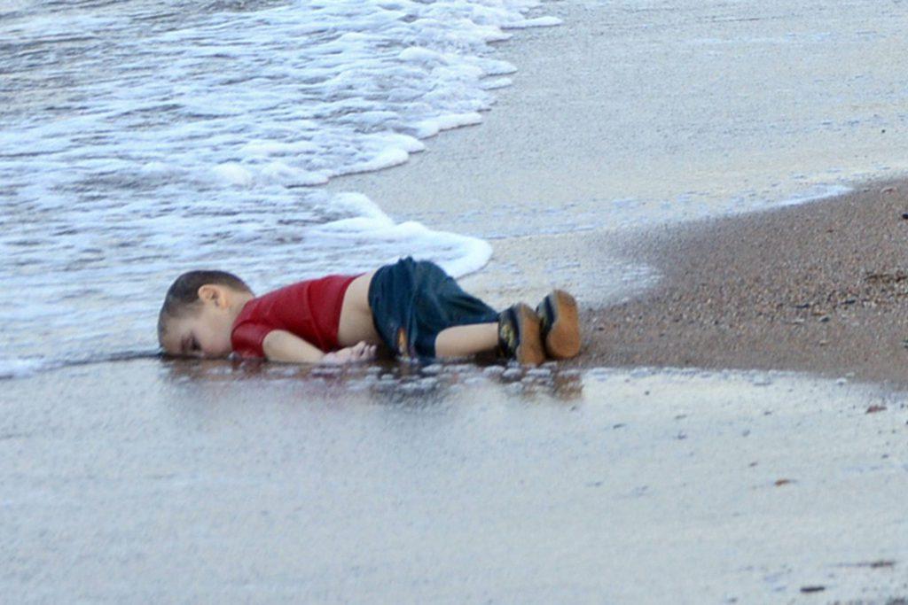Las muertes en el Mediterráneo aumentan aunque la cifra de llegadas cae