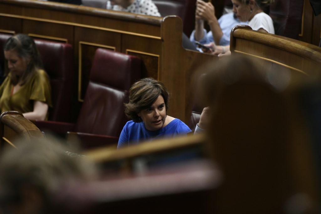 La portavoz del PP en el Congreso dice que cuenta con Santamaría como «una más» del grupo