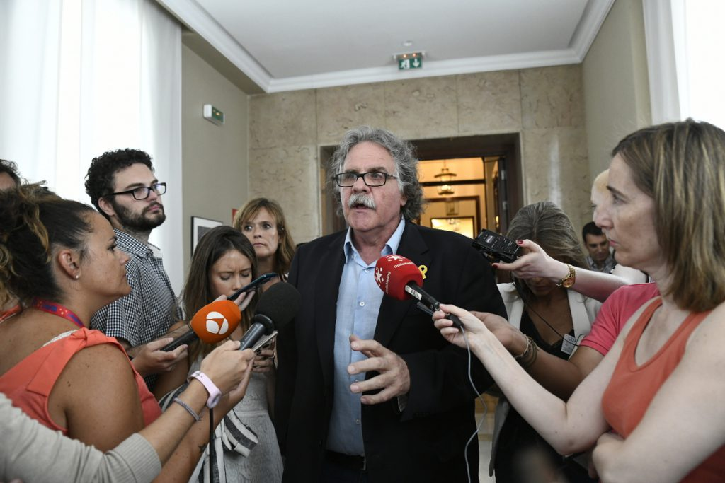 Tardà asegura que la presencia de lazos amarillos «no es normal»: «Tampoco lo es que haya presos políticos»