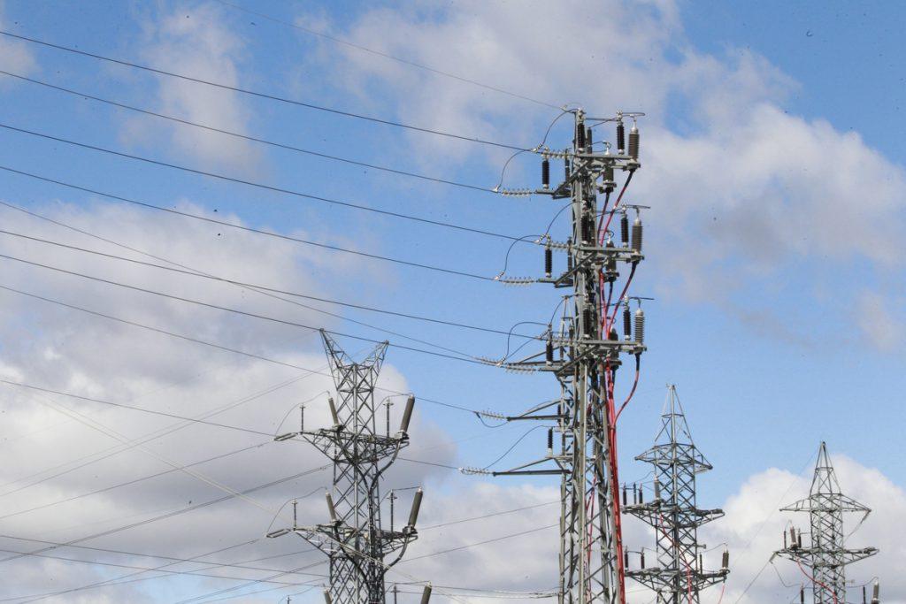 El precio de la luz bajará de nuevo mañana y se abarata casi un 9% desde los máximos anuales