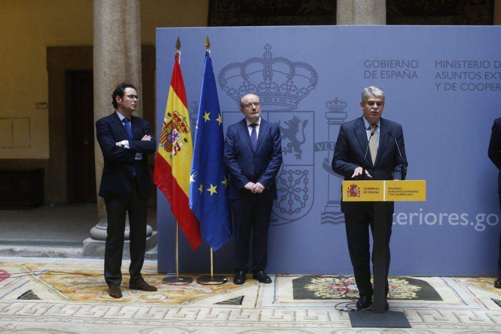 El Gobierno aprueba el nombramiento de Dastis como embajador en Italia y nombra a Santiago Cabanas para Washington