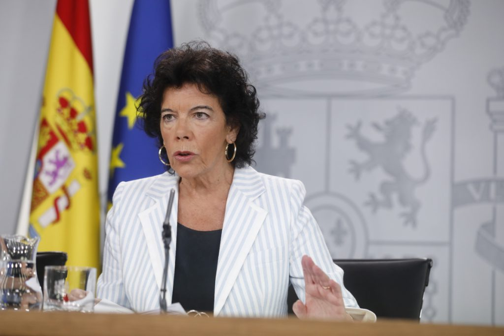El Gobierno dice que no hubiera permitido que Corinna viajara con un embajador, como en época de Zapatero