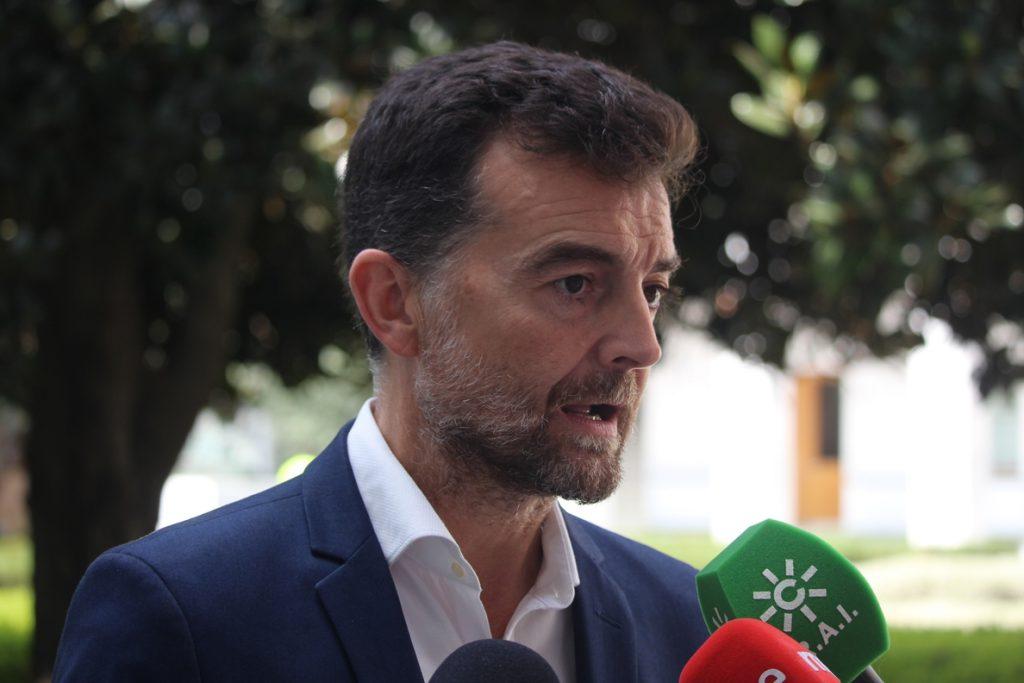 Maíllo (IU) cree que PSOE y Cs siguen en la «escenificación» de una «ruptura pactada» y que se «avergüenzan» de gobernar