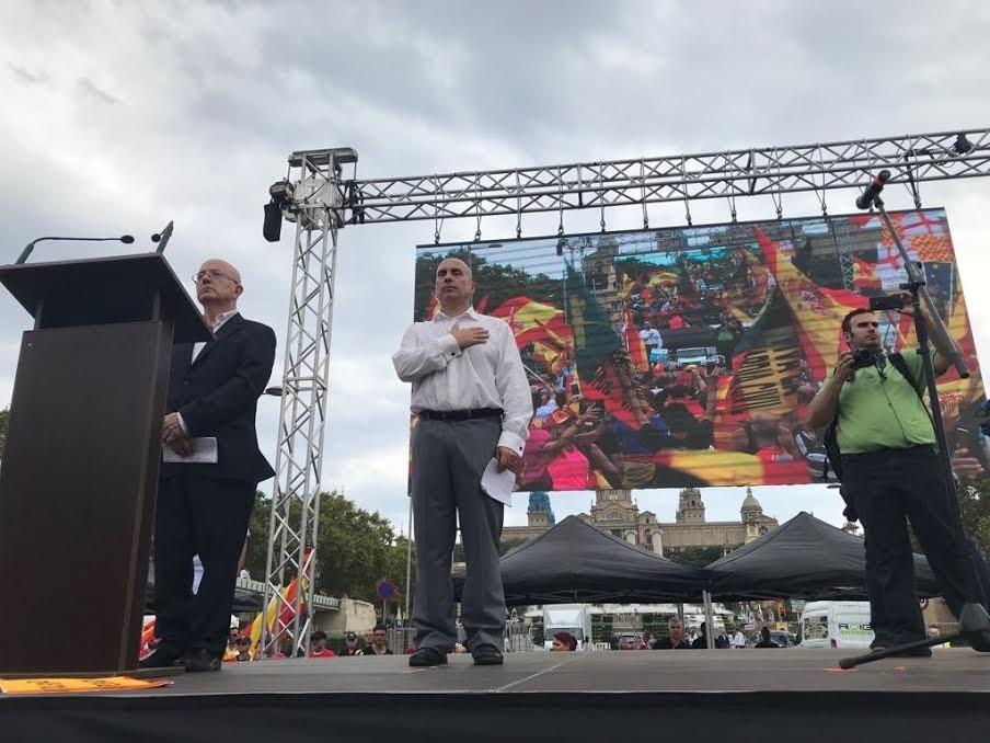Una manifiestación en Barcelona defiende la unidad de España y critica los acuerdos con «terroristas y separatistas»