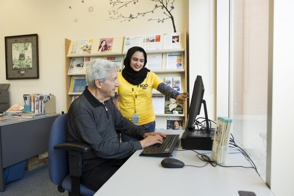 Al 38% de las personas mayores les gustaría saber cómo incorporar las nuevas tecnologías en su vida diaria