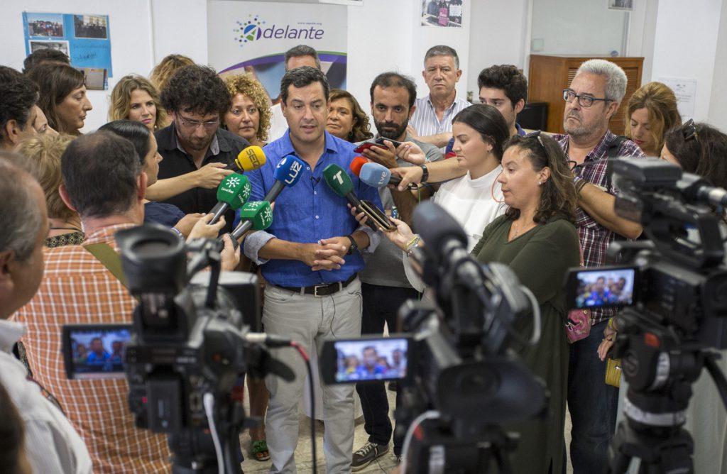 Moreno expresa respeto a la decisión personal de Santamaría, aunque le «entristece» que no vaya a seguir en el PP