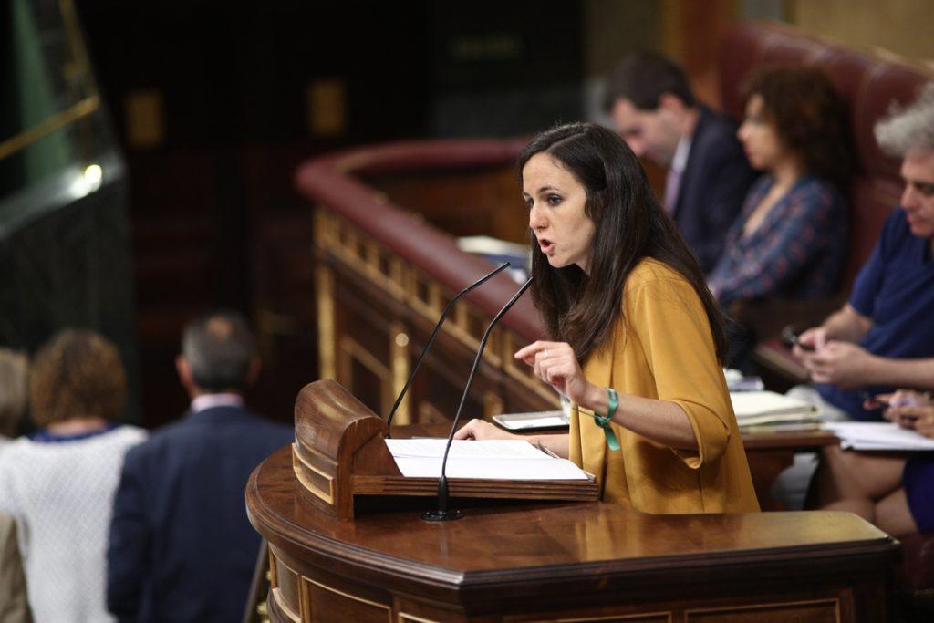 Podemos pide que Montón explique en el Congreso las «presuntas irregularidades» de su máster y su «cambio de versión»