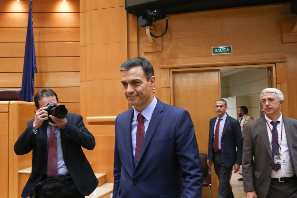 Sánchez viajará a Ceuta y promete «firmeza» tras la entrada de unas 6.000 personas