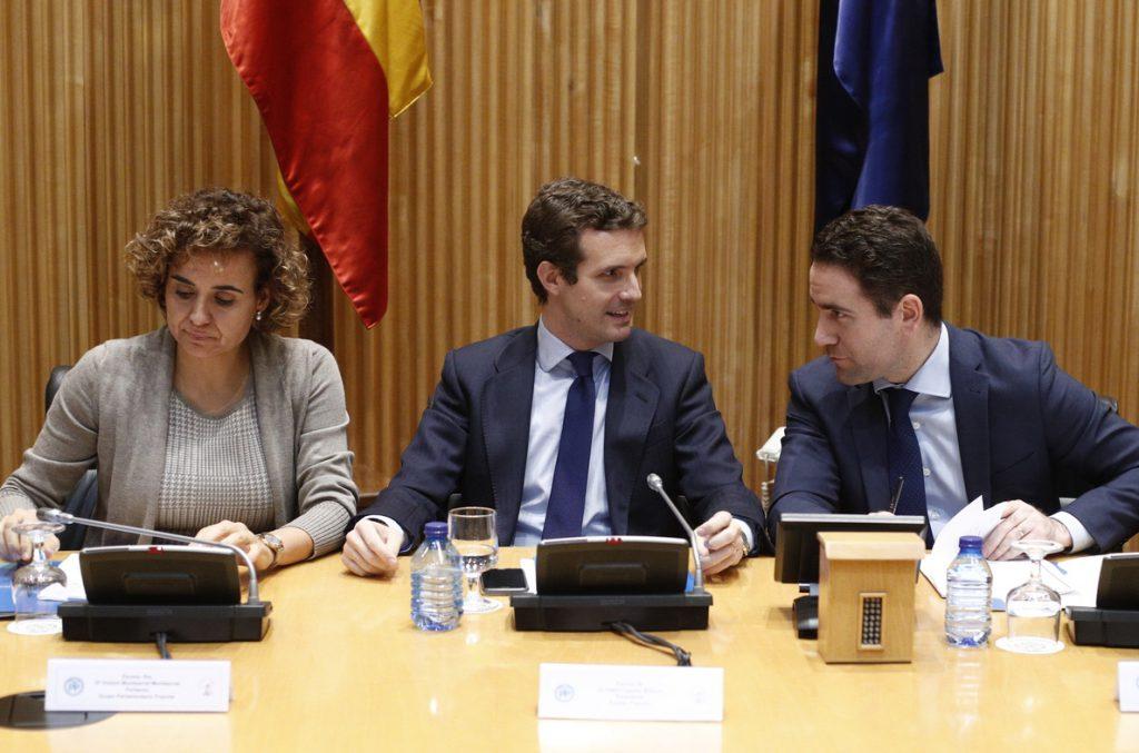 Casado pide a sus parlamentarios volcarse en Andalucía y dice que Moreno estuvo «brillante» en el debate electoral
