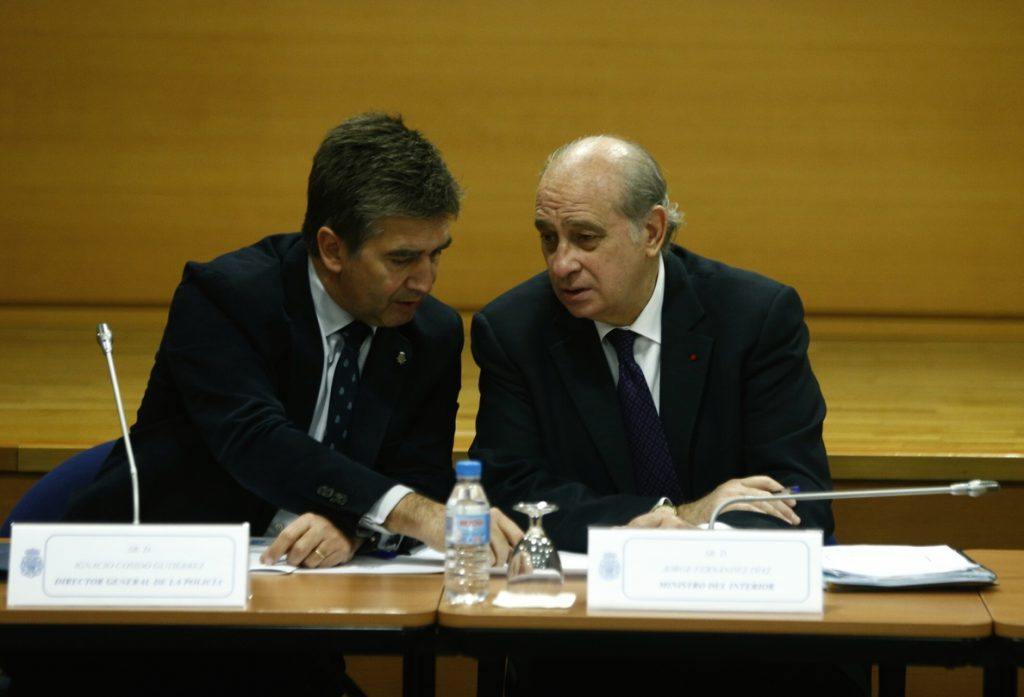 La comisión que investiga las finanzas del PP quiere citar a Cosidó y Fernández Díaz por los papeles robados a Bárcenas