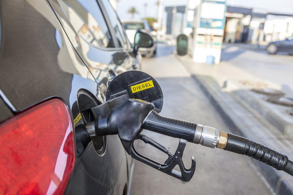 El PSOE recaba apoyos en el Congreso frente a la exigencia de PP y Cs de no elevar impuestos al diesel