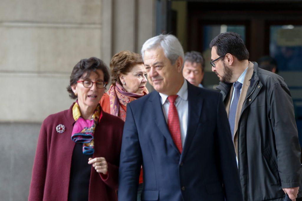 La abogada de Vallejo en los ERE asegura que ser consejero de la Junta «no implica convertirse en prevaricador»