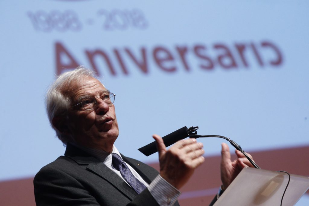 Borrell promete trasvasar todos los fondos no utilizados de su departamento a políticas de Cooperación