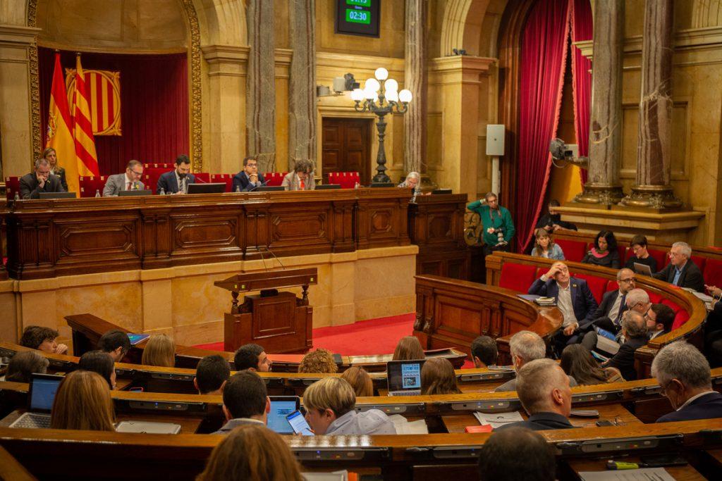 El Parlament rechaza dos leyes de Cs y PP sobre la neutralidad en el espacio público