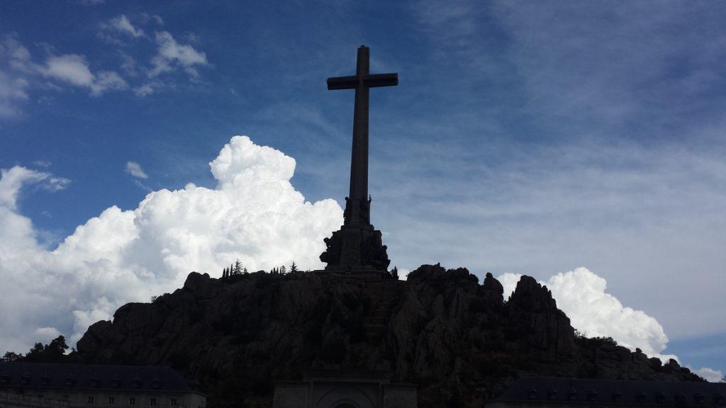 El Senado aprueba una condena del franquismo y la mejora de la Ley de Memoria Histórica con la abstención del PP
