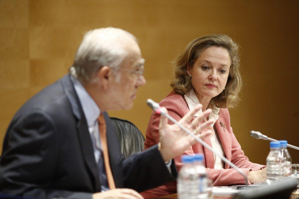 Calviño dice que las evaluaciones de los organismos le dan «ánimos» para sacar adelante los Presupuestos