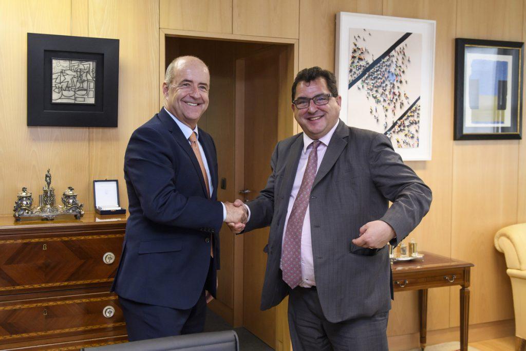 El Gobierno admite que la declaración política recogía su posición sobre Gibraltar, pero May la cambió