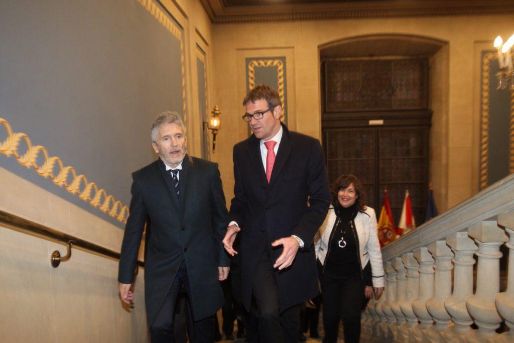 Grande-Marlaska afirma que el traspaso a Euskadi de la competencia de prisiones «no está actualmente en la agenda»