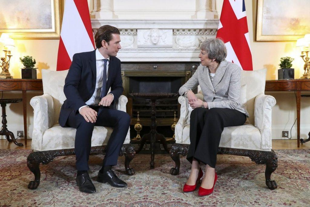 Kurz confirma ante May su apoyo al acuerdo de retirada y la declaración sobre la relación futura