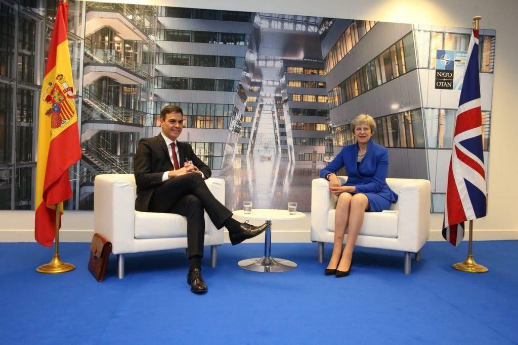 May pidió a Sánchez apoyo ante su fragilidad política, pero el español exige cambiar acuerdo por Gibraltar