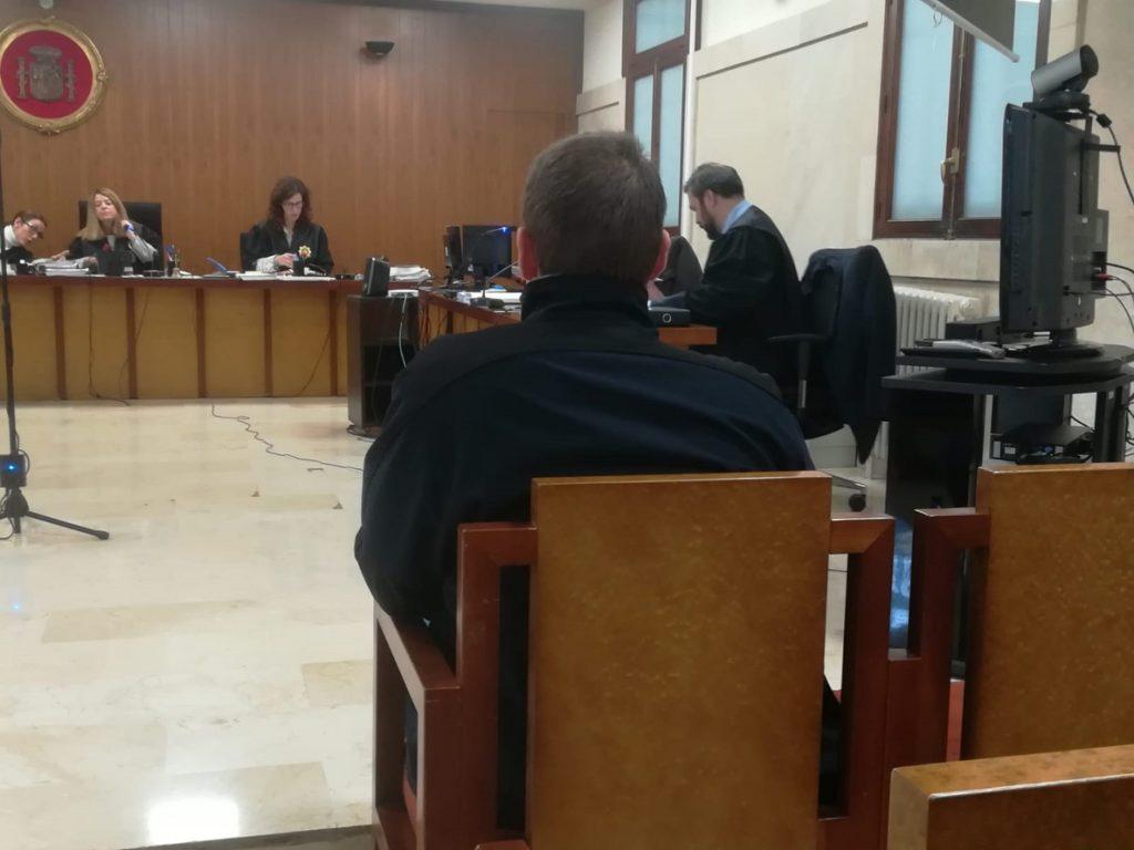 El fiscal mantiene la petición de diez años de cárcel para el director de un club juvenil de Mallorca por abusos