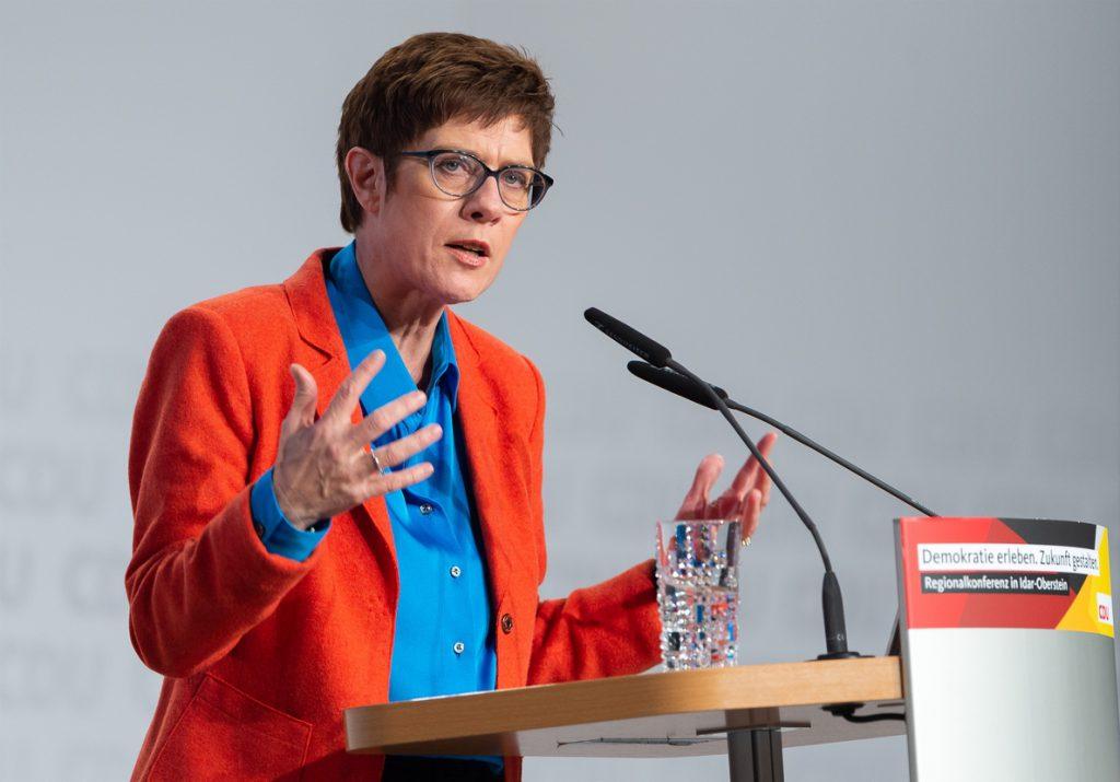 La 'número 2' de Merkel, favorita para sucederla al frente de la CDU, según un sondeo
