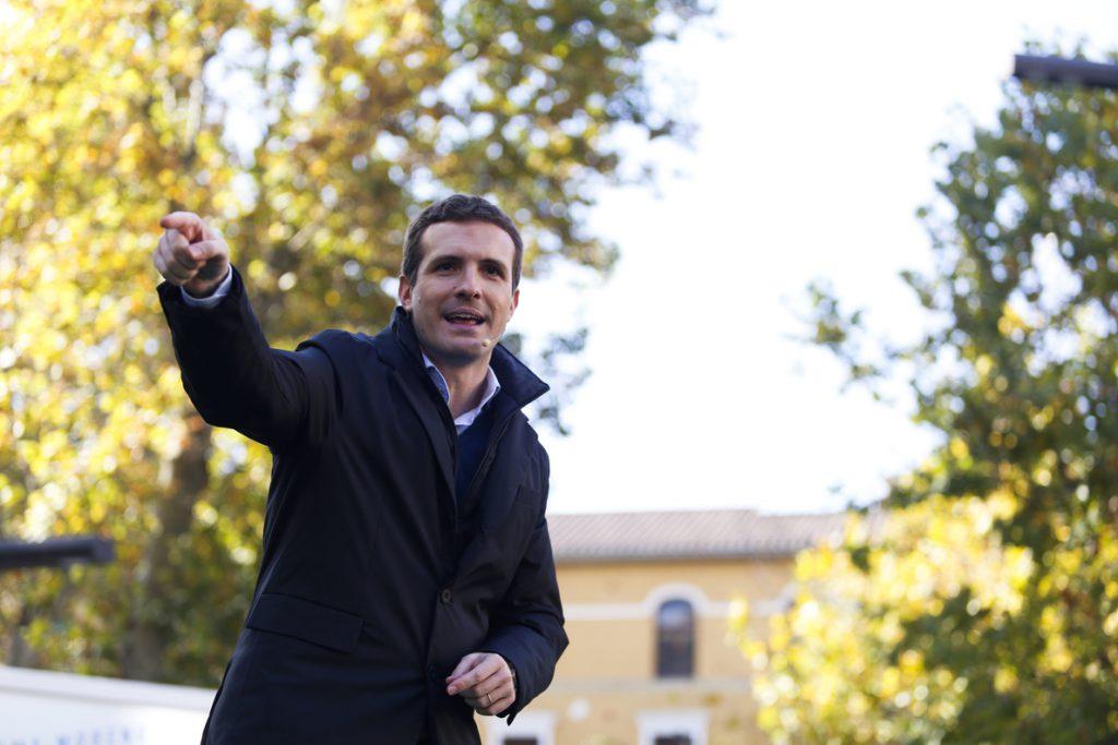 Casado pide a Sánchez que haga caso a Iglesias, «quien le ha enseñado la puerta de salida y ya calienta la banda»