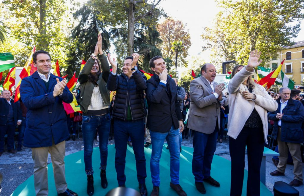 Casado destaca la felicidad del PP porque va a «ganar» frente a la de Susana Díaz con su red para «amigotes»